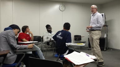 Jeff Hulihan, Academic Coordinator for AEP, demonstrates how he would teach the Yamato Nishi High School students.
