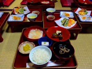 There is always a grilled dish, a deep-fried dish, a pickled dish, a tofu dish, and a soup dish!