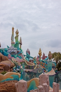 In Disney Sea, it's name implies that it is more water-based, so it would be necessary to add an Ariel section to this park. Here is Ariel's castle, which has a huge area inside with rides and games.