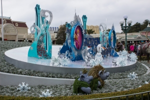 """One of the biggest movies from Disney currently is """"Frozen"""" which Japan is still absolutely in love with. Until the end of March, Disneyland is hosting many Frozen oriented aspects of the park, including games, food, and balloons."""