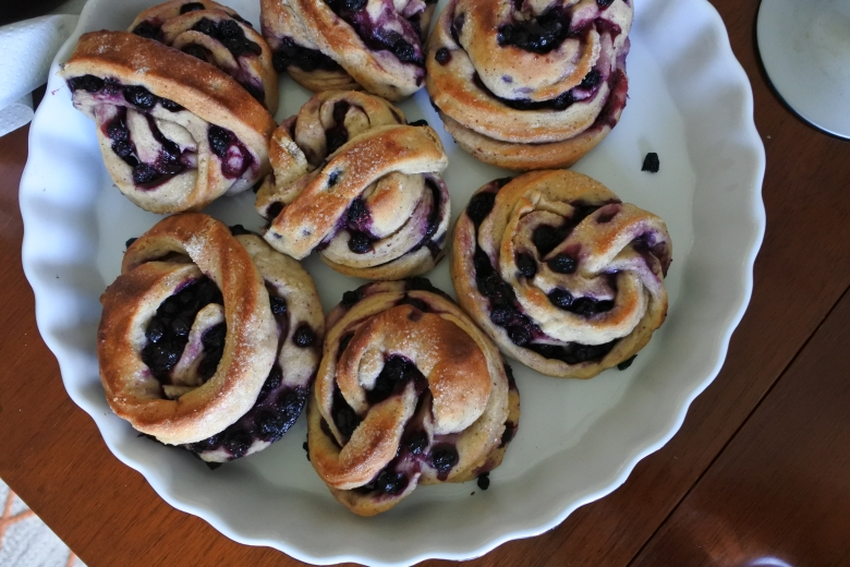 These are not messmör buns. These are blåbärsbullar, an innocent accompaniment to afternoon coffee.