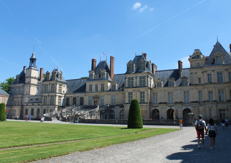 Fontainebleau_CastleExterior_MadelineClugston_SS16