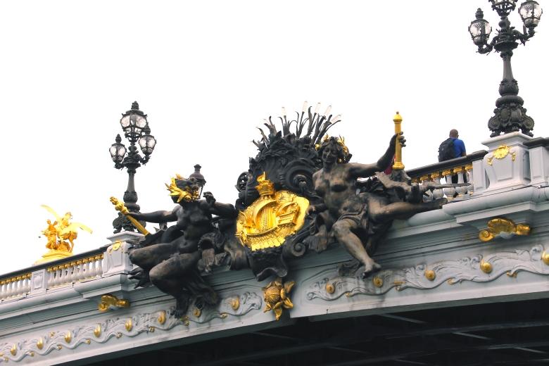 Paris_BridgeOverSeine_MadelineClugston_SS16
