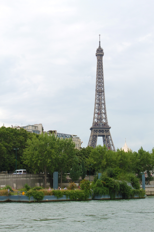 Paris_EiffelTower_MadelineClugston_SS16