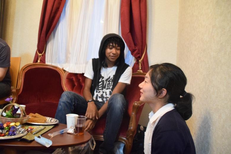 f16609_tokyo_meeting-new-friends_tamlynkurata