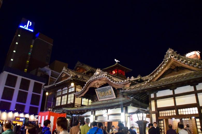 f161310_tokyo_dogo-onsen-at-night_tamlynkurata