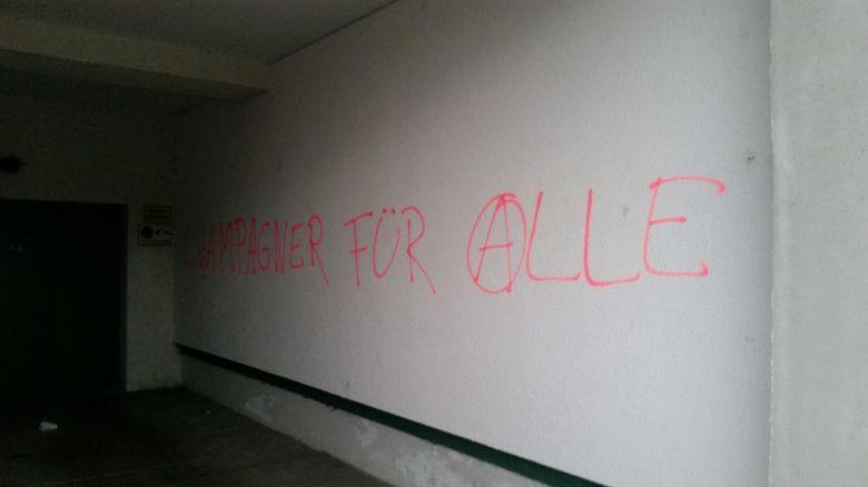 champgner graffiti