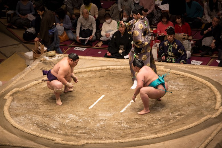 SP18505_Kokugikan_Sumo-Wrestlers-Prepare_KaylaAmador