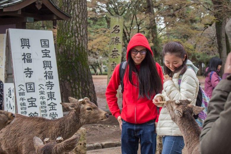 SP18105_Nara_Students Feeding Deer_KaylaAmador