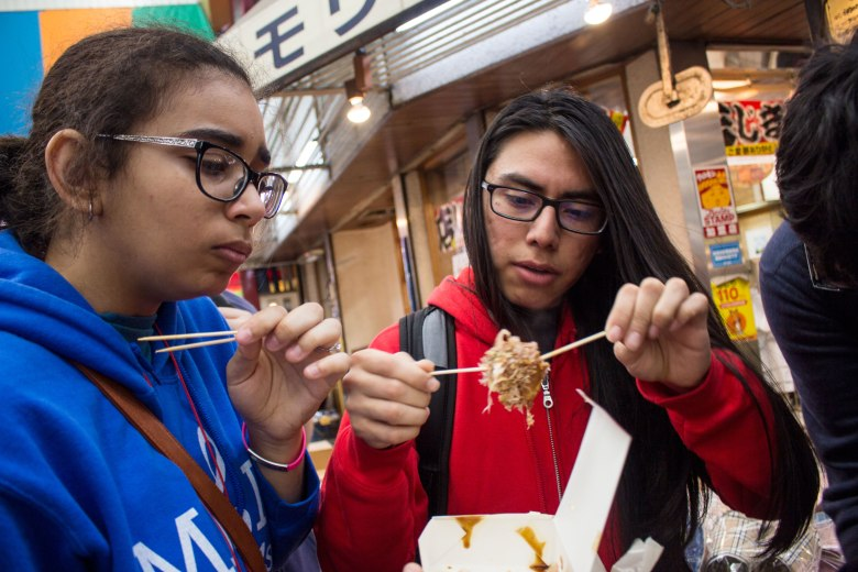 SP18205_Osaka_SA Students try Takoyaki - Octopus Dumplings_KaylaAmador