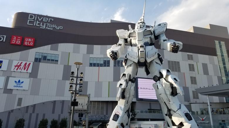 SP18305_Odaiba_Life Sized Gundam Mech Statue_KaylaAmador