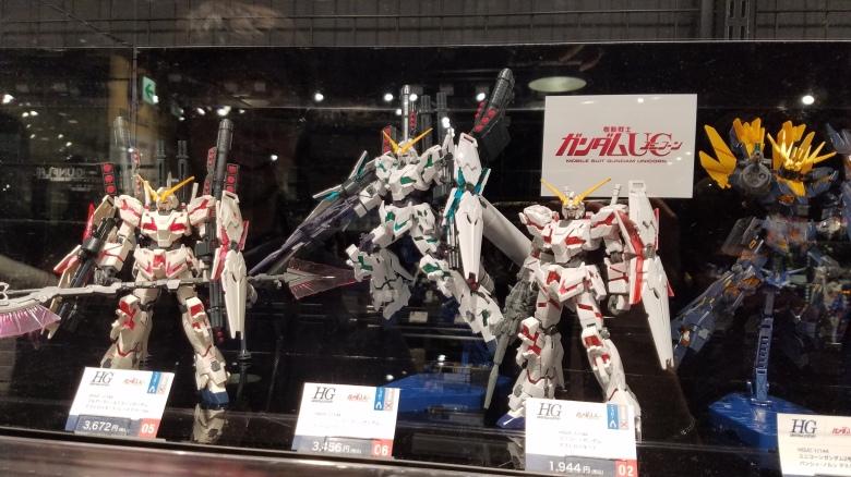 SP18306_Odaiba_Gundam Figures on Display_KaylaAmador