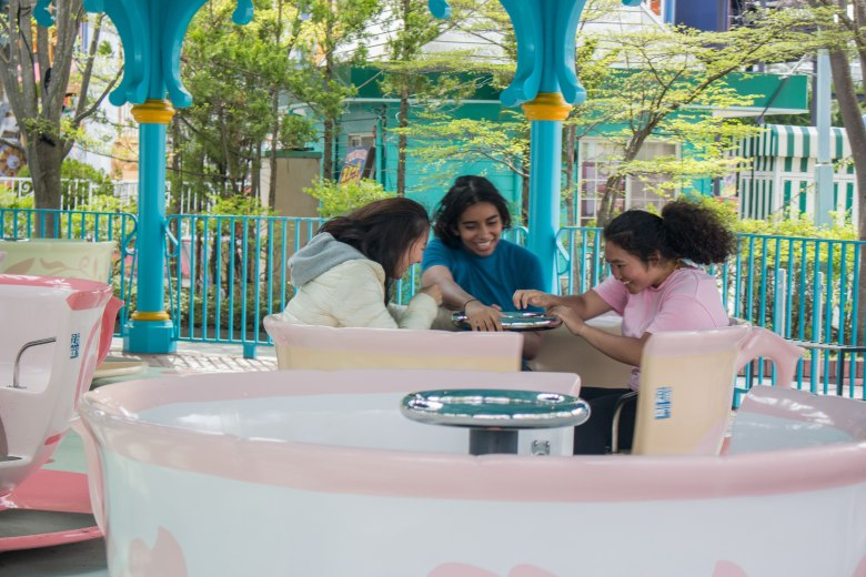 SP18508_Fuji-Q_Students in the Teacup Ride_KaylaAmador